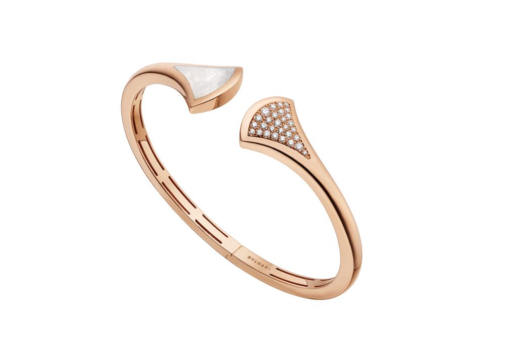 """Bracelet """"Divas' Dream"""" en or rose serti de nacre et diamants pavés, BULGARI."""