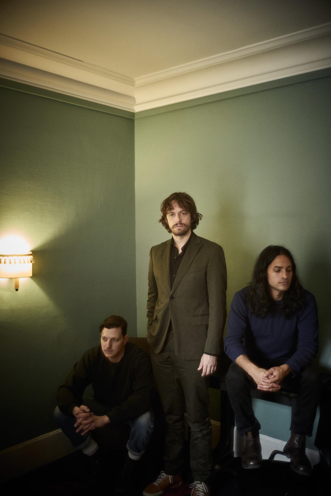 Photo :Stéphane Gallois. Les membres du groupe new-yorkais Yeasayer, Ira Wolf Tuton, Chris Keating et Anand Wilder.
