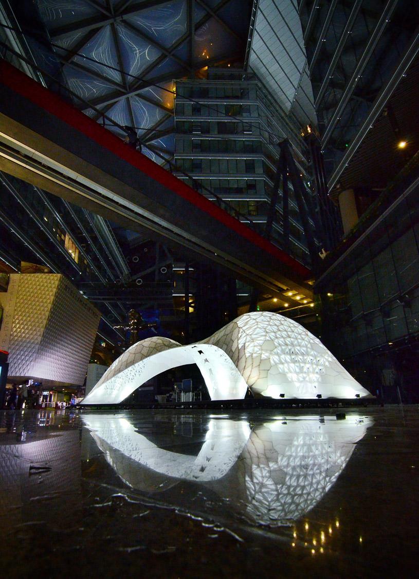 Le pavillon Vulcan résulte de l'assemblage de 1086 panneaux, tous différents, réalisés en impression 3D.