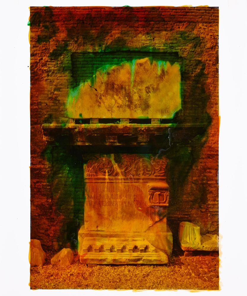 Série Roma, Memoria Mundi (1988) d'anne et Patrick Poirier. Photographie réhaussée à la peinture aniline.