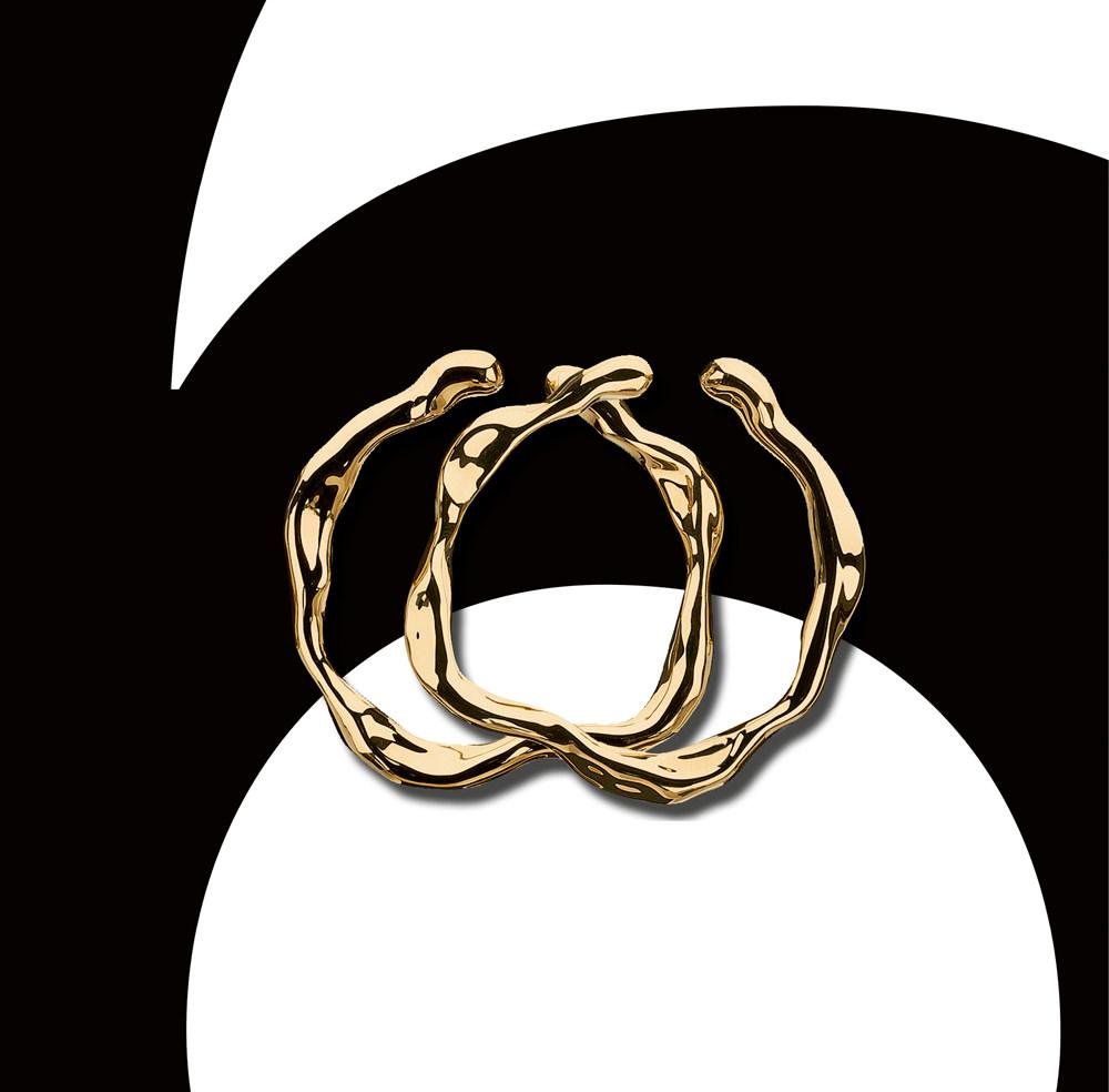 """Les boucles d'oreilles """"Nougat""""  en or jaune de Dior Joaillerie"""