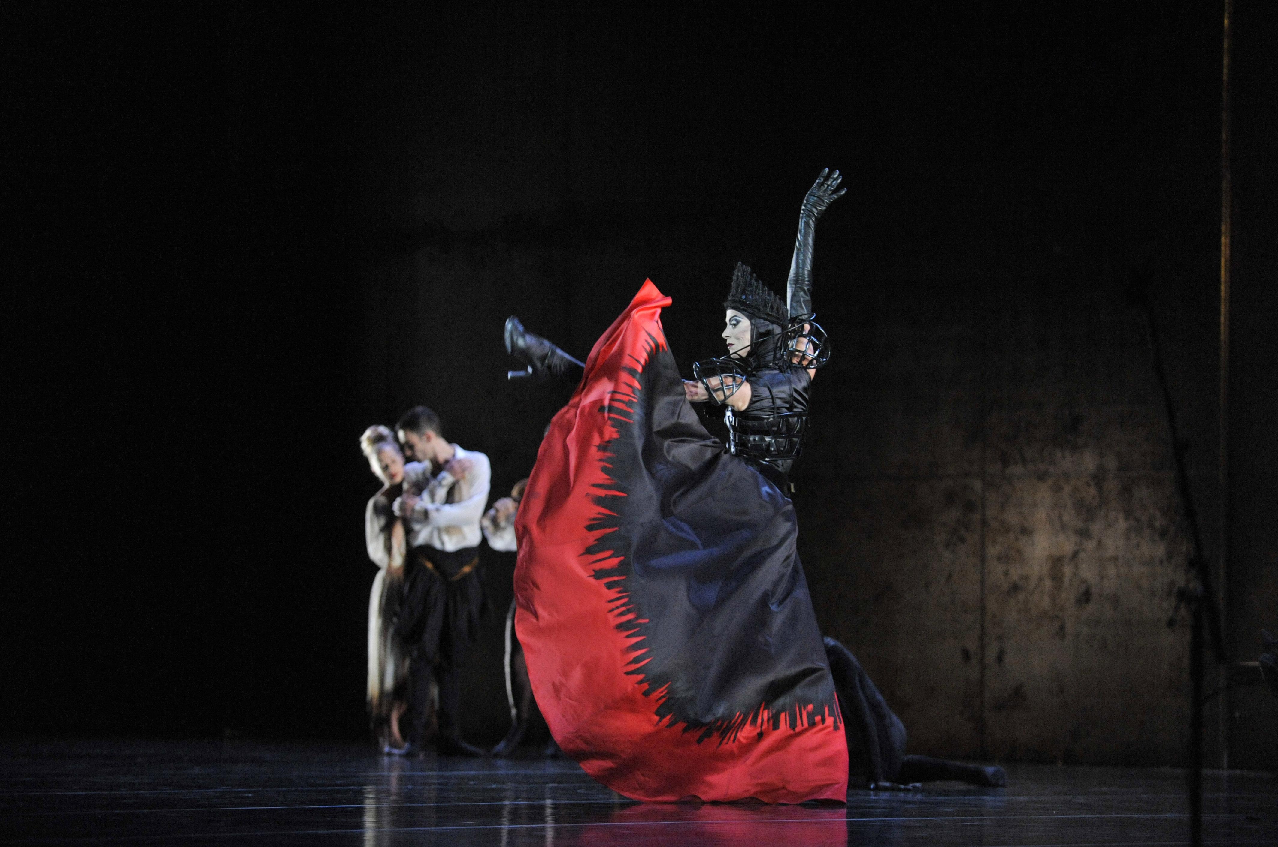 Les spectaculaires costumes de danse d'Angelin Preljocaj