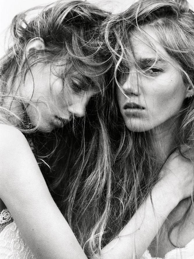 """""""Twin Sisters"""", par Koto Bolofo avec Amalie et Cecilie Moosgaard"""