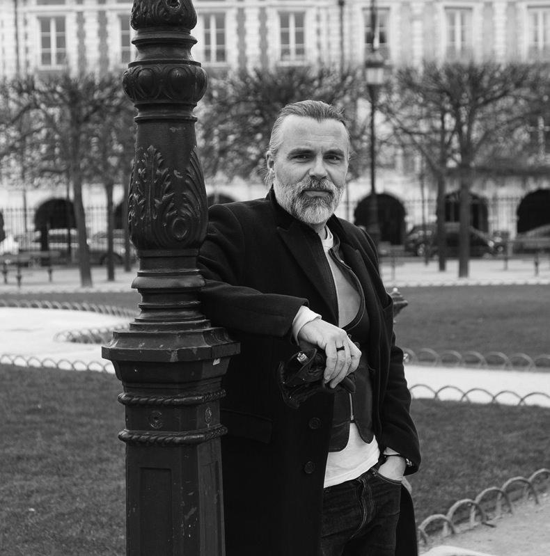 Le dandy parisien existe toujours et il se chausse chez Carvil