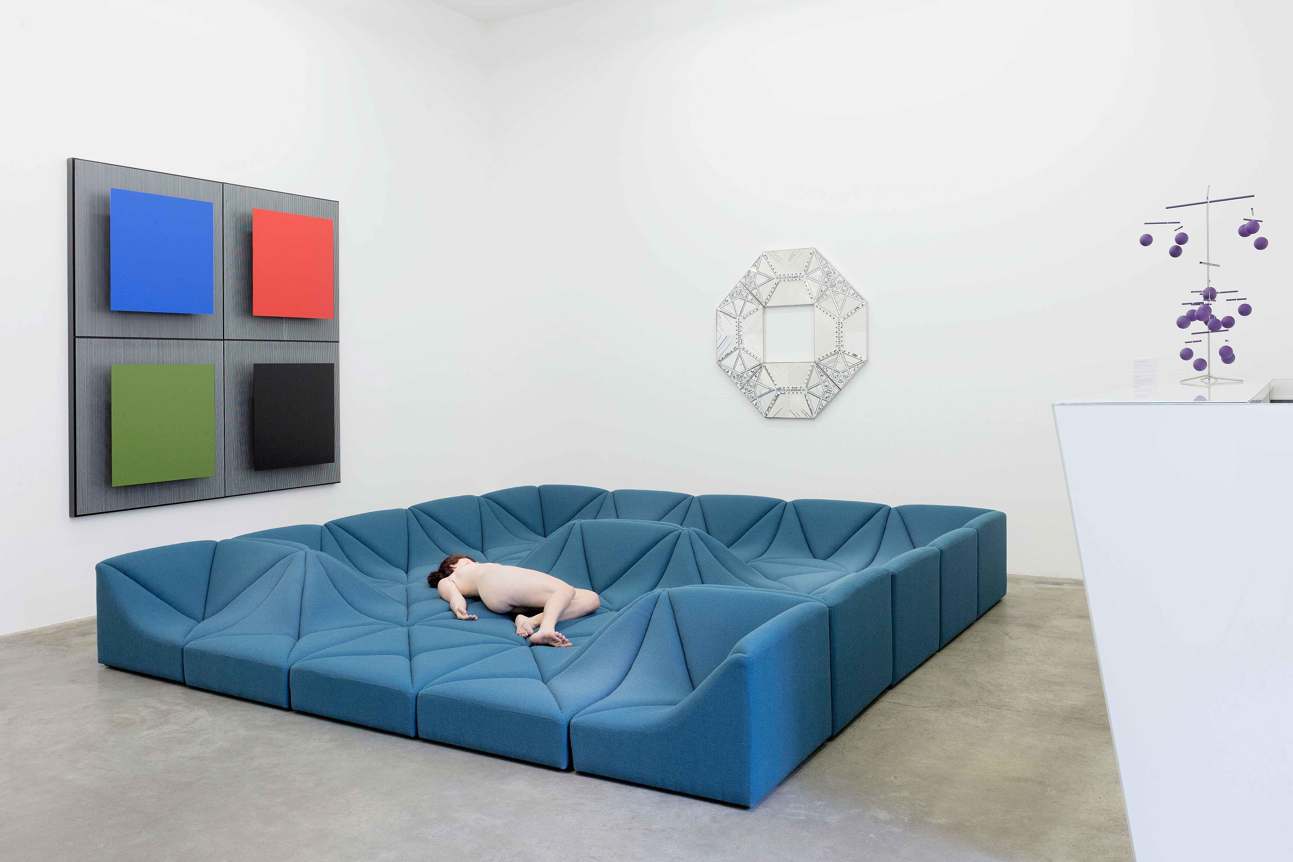 la galerie perrotin c l bre pierre paulin designer visionnaire et atypique num ro magazine. Black Bedroom Furniture Sets. Home Design Ideas