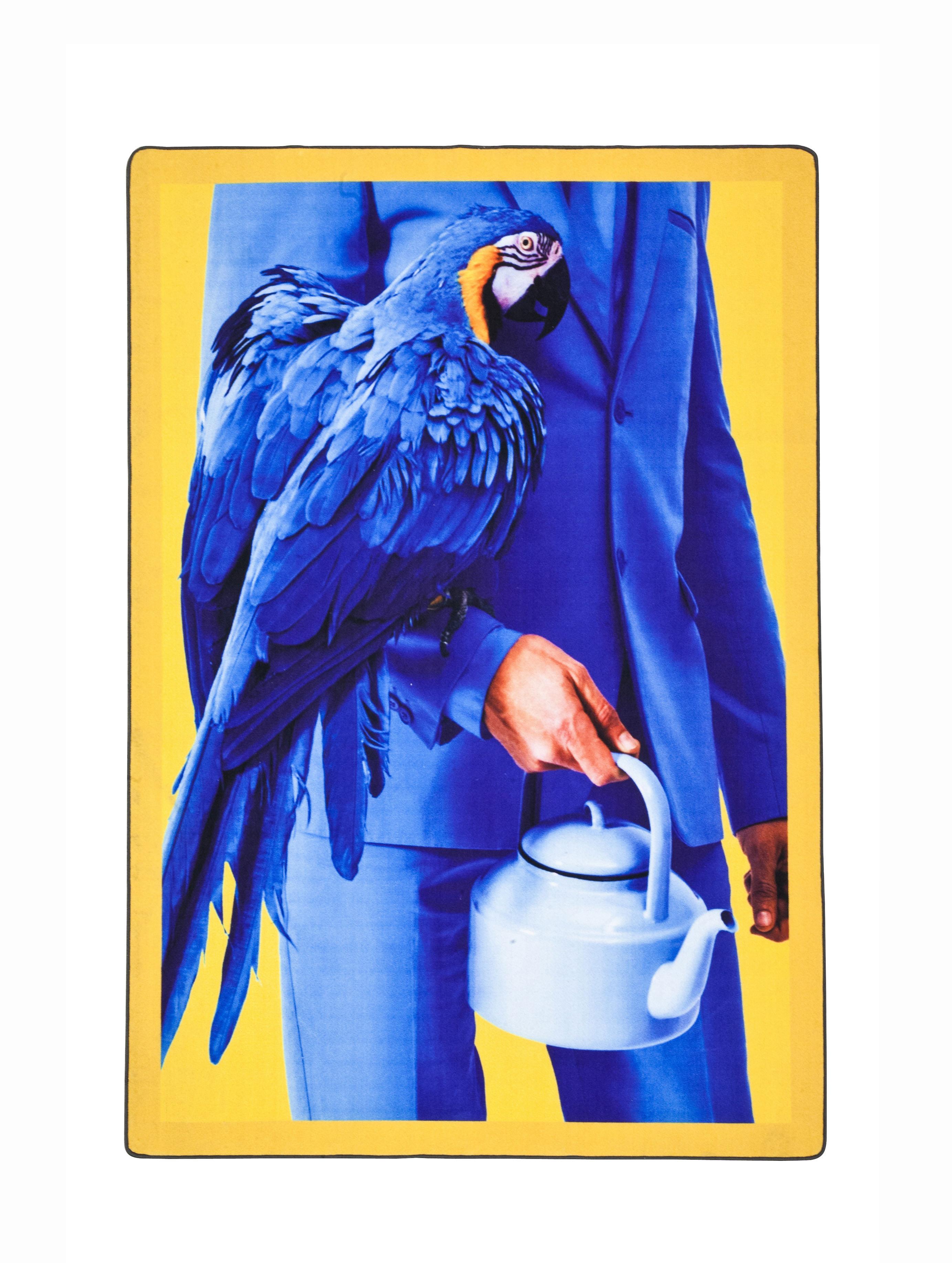 Le magazine TOILETPAPER (Maurizio Cattelan et  Pierpaolo Ferrari) tapisse les murs de la galerie Perrotin