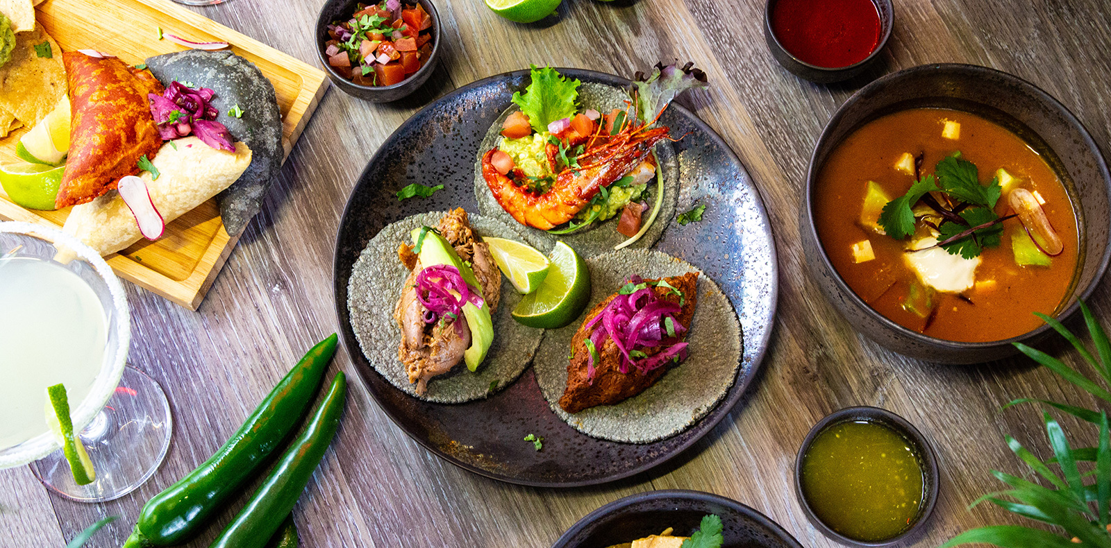 Cocktails et cuisine colorés au restaurant mexicain Chilam