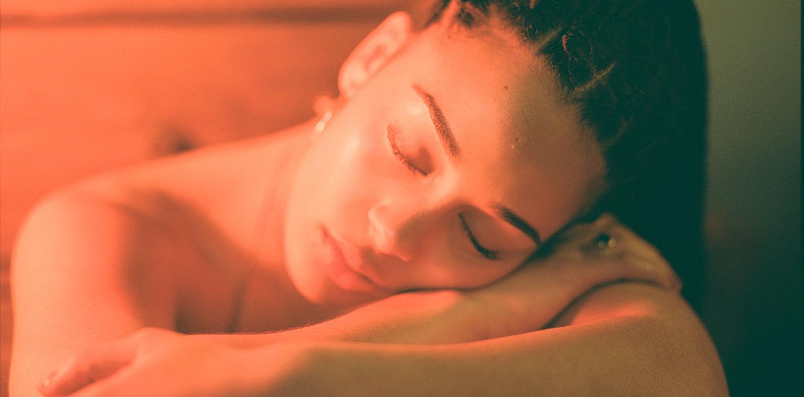 """""""The One"""" de Jorja Smith, le nouveau clip sensuel et dramatique de la révélation soul"""