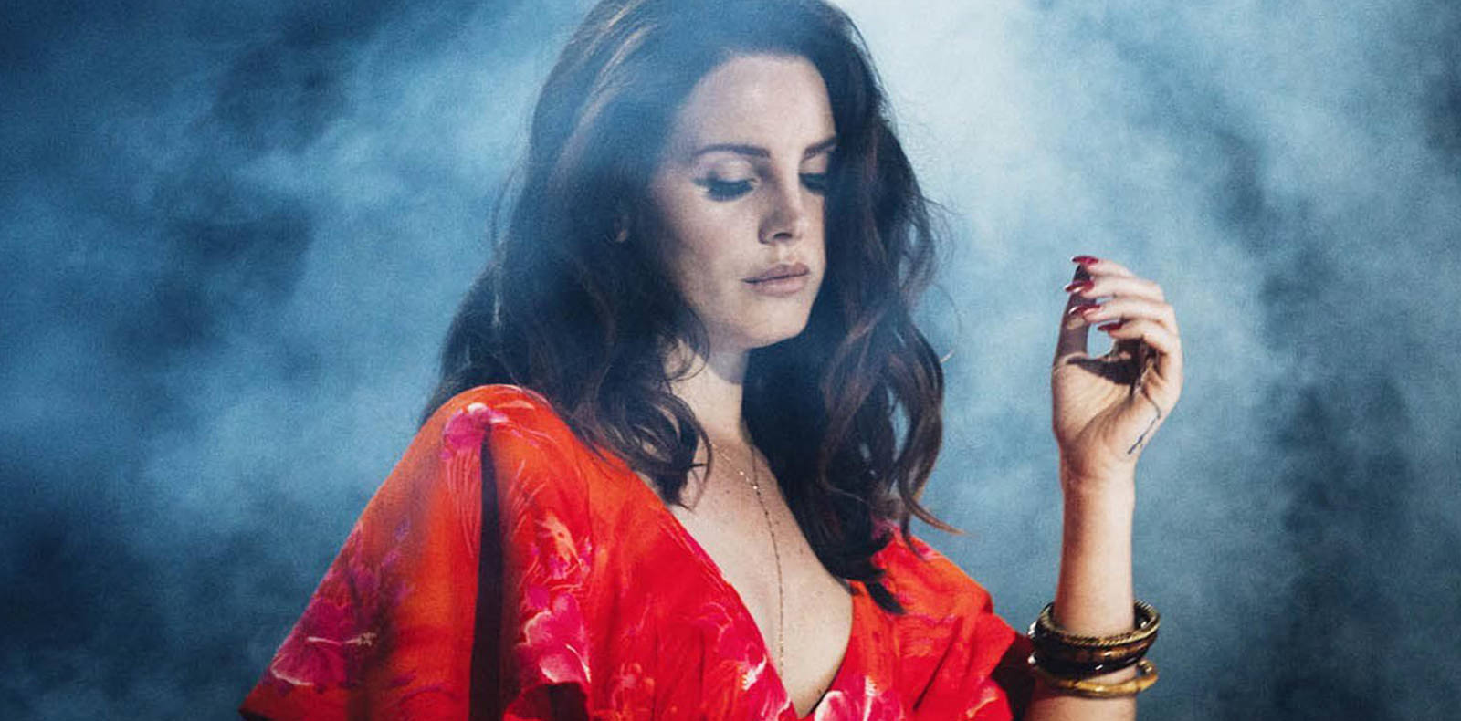 """Lana Del Rey, un océan agité et des papillons dans son nouveau clip """"Mariners Apartment Complex"""""""