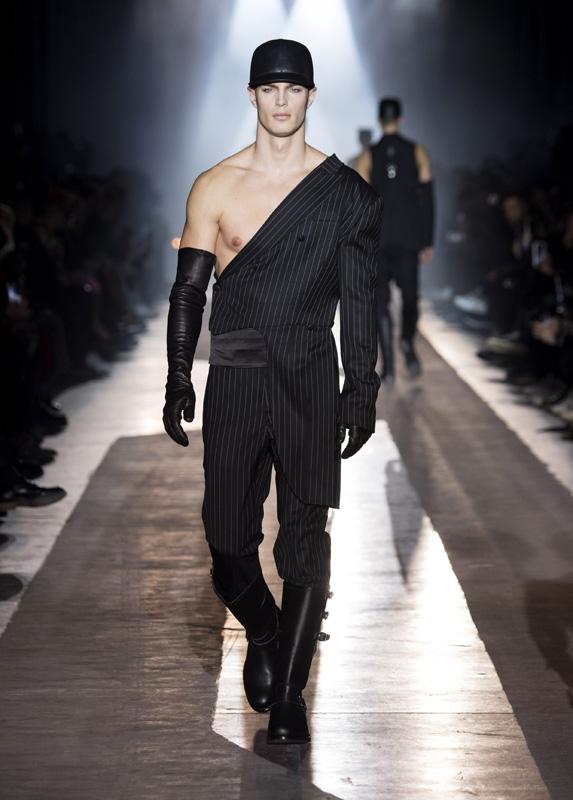 Moschino men fall-winter 2018 fashion show