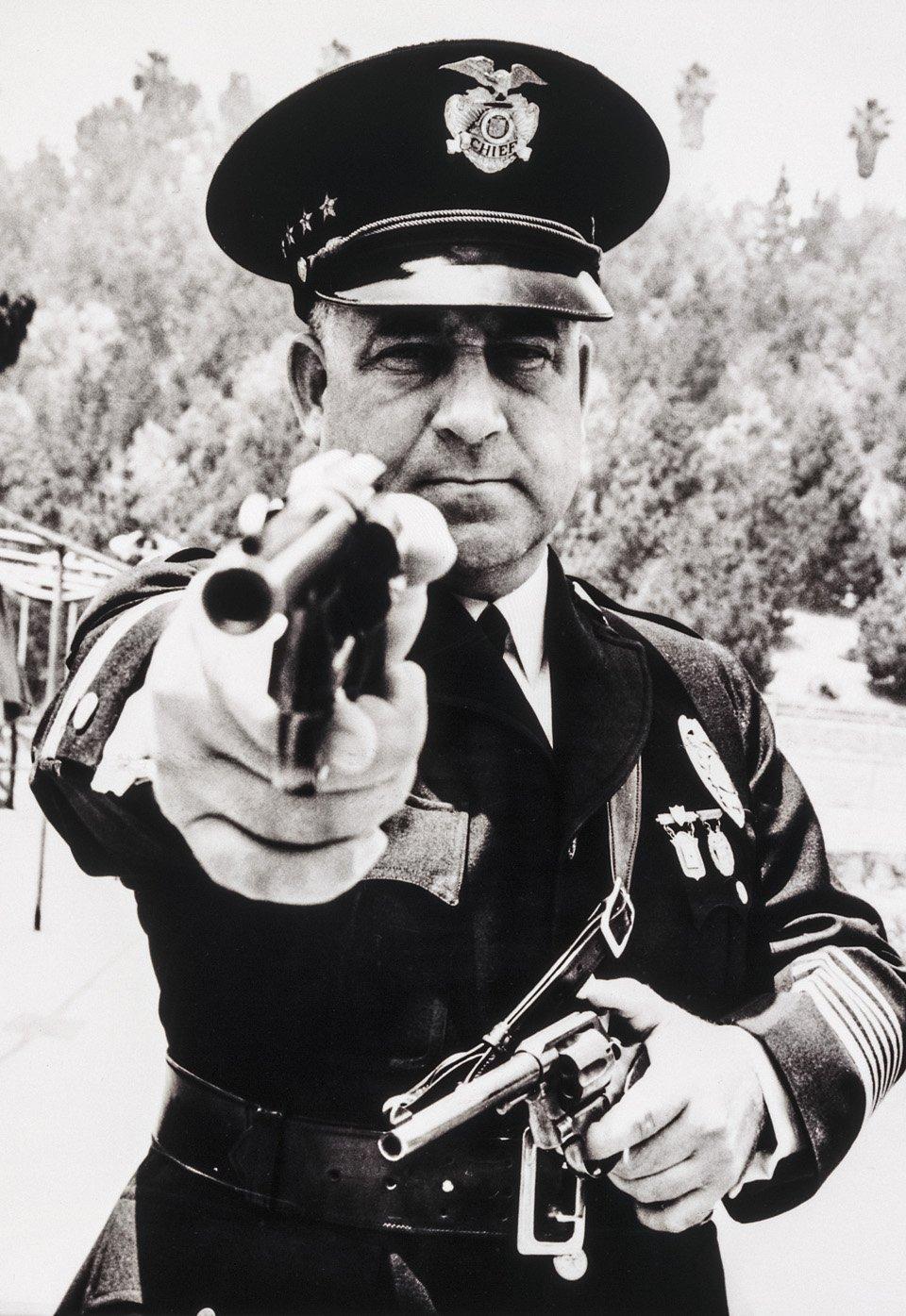 p.132, James Davis, alias « Two Gun », était l'emblème de la corruption au sein de la police de Los Angeles, 1937. Copyright Cliff Wesselmann Photo Courtesy of Gregory Paul Williams, BL Press LLC/TASCHEN.