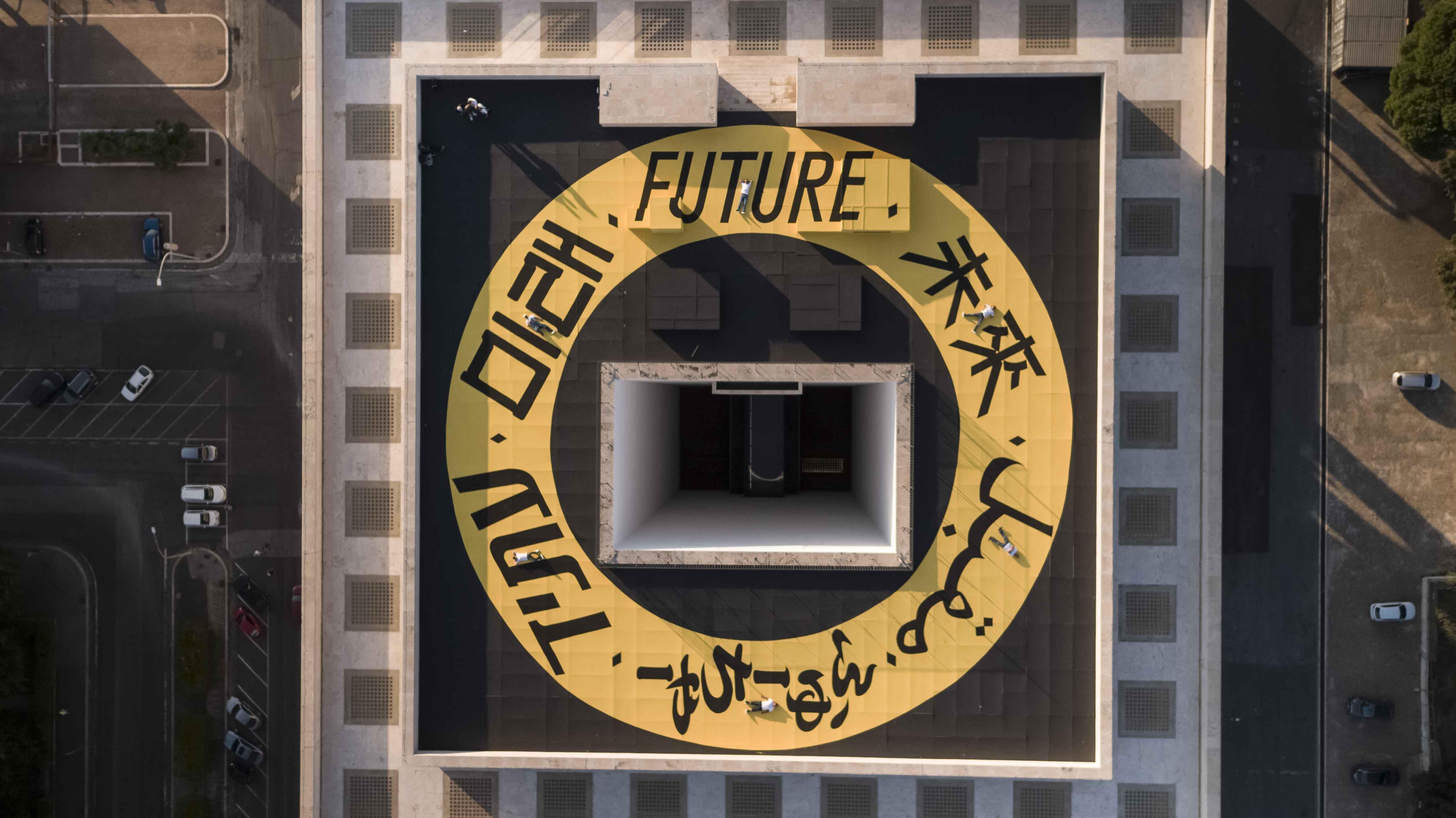 """L'oeuvre """"The Ring of the Future"""" sur le toit du Palazzo della Civiltà Italiana à Rome."""