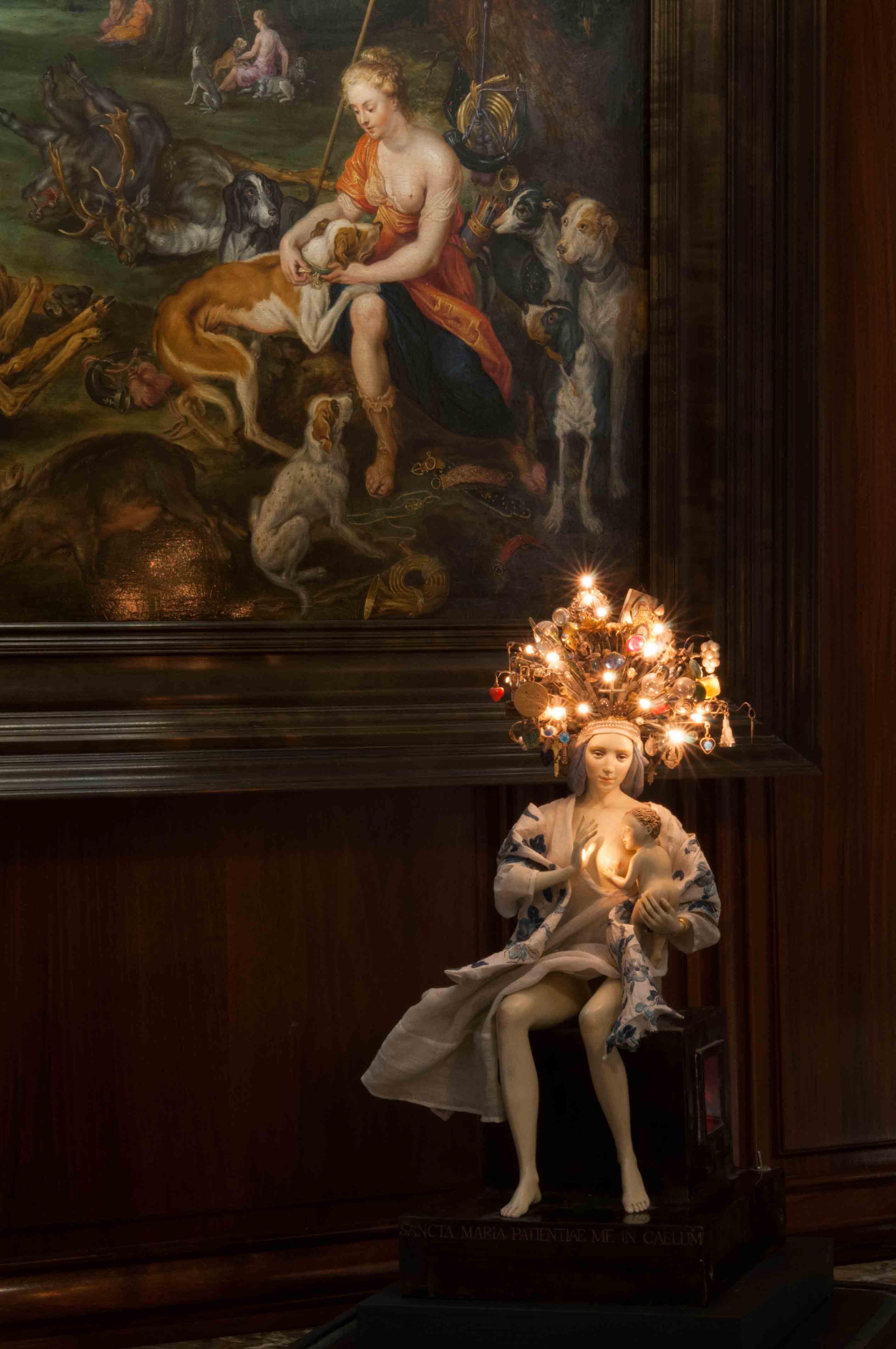 """Serena Carone, """"Vierge de la patience"""" (1997). Pâte à bois et matériaux divers. © Musée de la Chasse et de la Nature – Serena Carone/ADAGP – Cliché : Béatrice Hatala."""