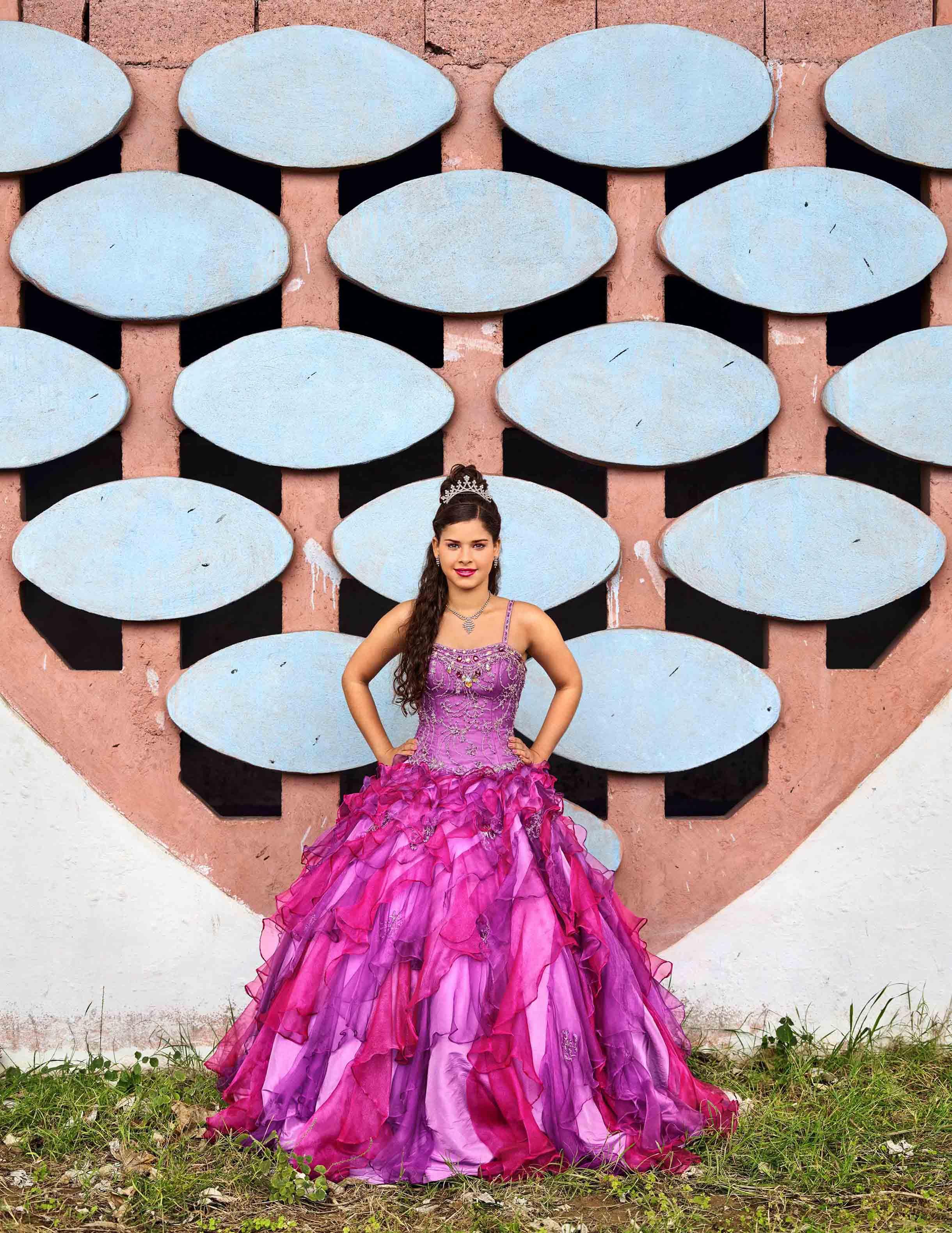 Frank Thiel,Aurora Flechilla Sobrino, La Habana, Habana del Este, Cojímar, Estadio Panamericano, 2016, Courtesy the artist and BlainSouthern