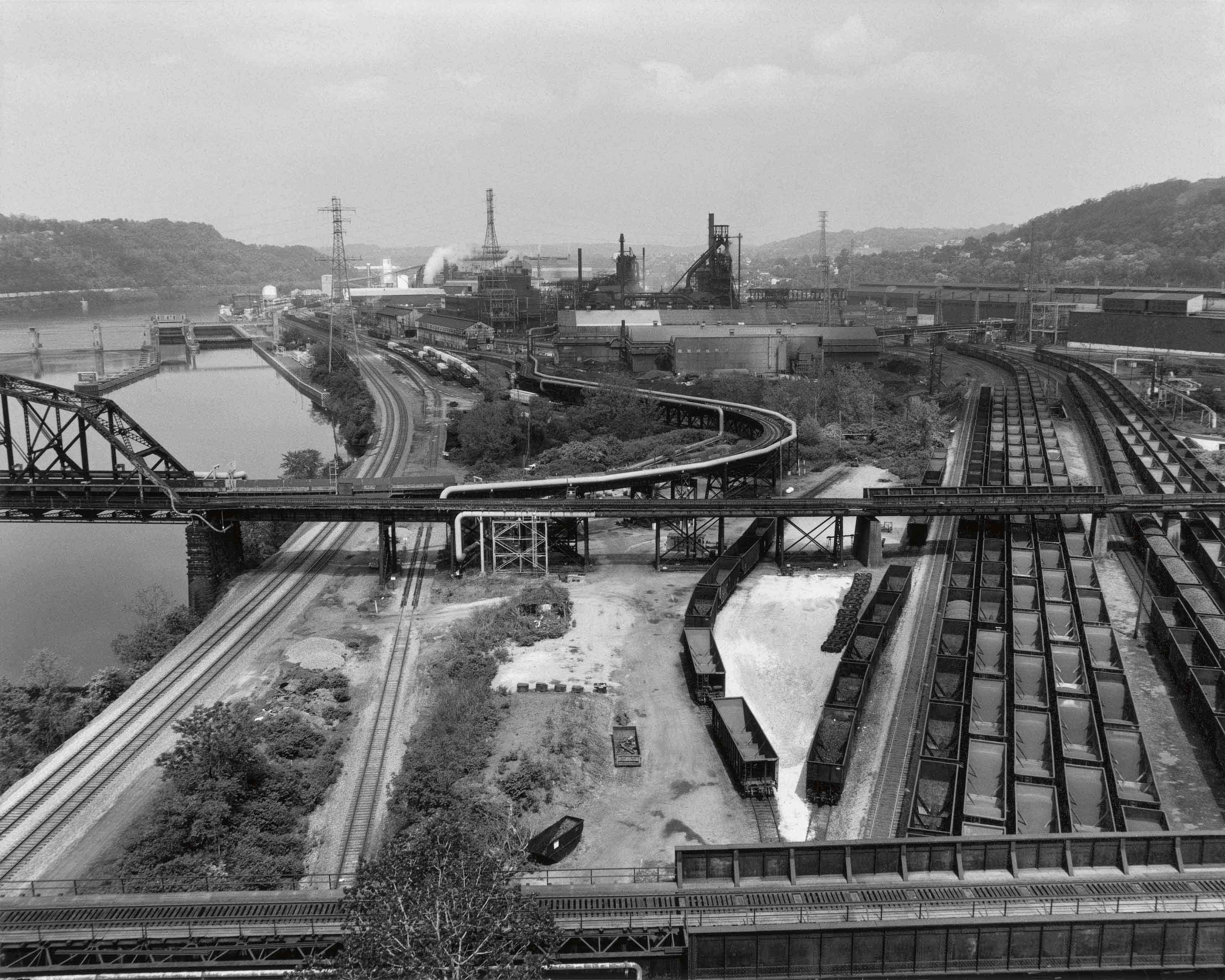 "LaToya Ruby Frazier, ""U.S.S Edgar Thompson Steel Works & MononGahela River"" (2013). Tirage Gélatino-Argentique, 12,9 x 152,4 cm."