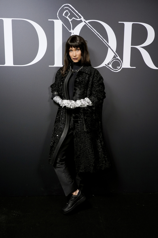 Bella Hadid en front row du défilé Dior homme automne-hiver 2020-2021