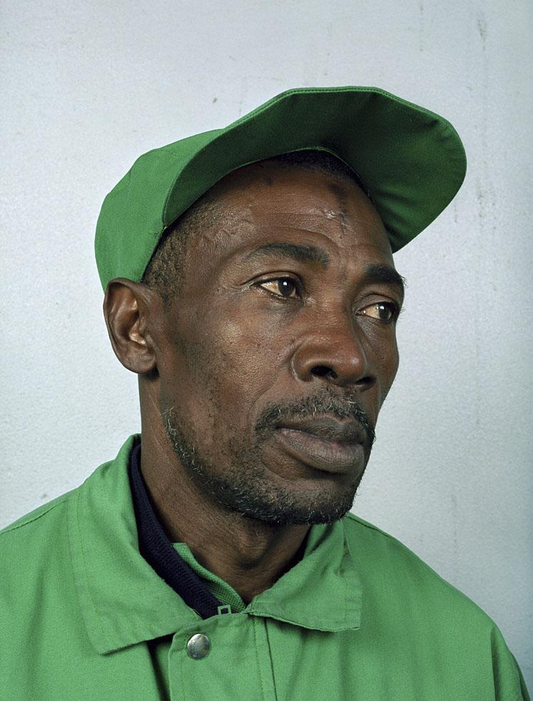 """Charles Fréger, de la série """"Les hommes verts"""" 2002-2003."""