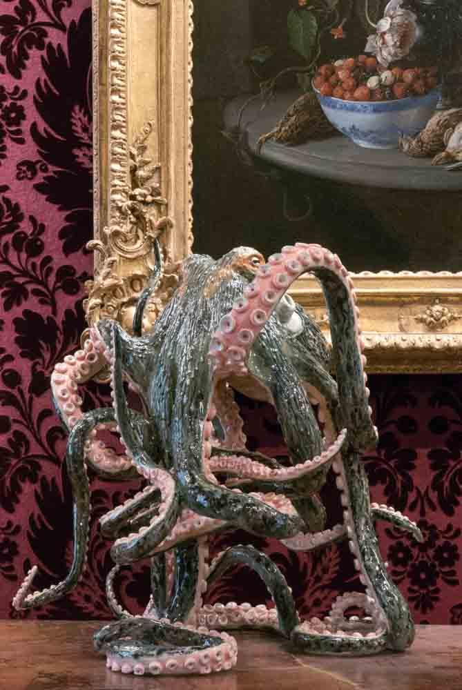"""Serena Carone, """"Mon amie"""" (2016). Faïence émaillée. © Musée de la Chasse et de la Nature – Serena Carone/ADAGP – Cliché : Béatrice Hatala."""