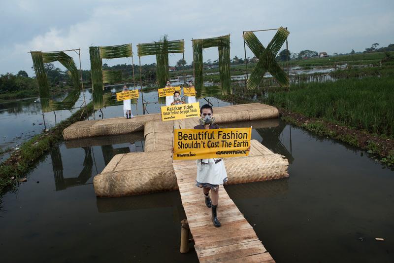Greenpeace Detox Catwalk in Bandung © Greenpeace/ Hati Kecil Visuals
