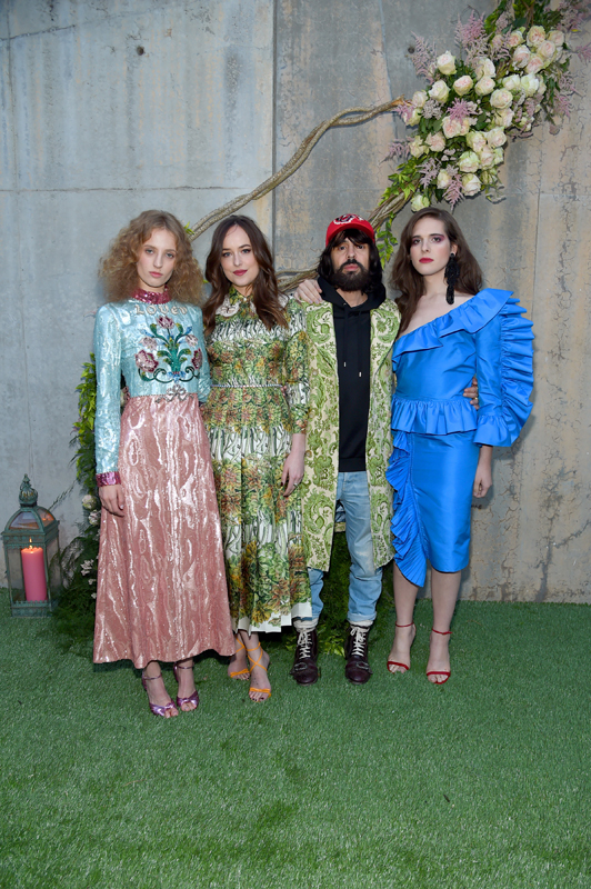 Petra Collins, Dakota Johnson, Alessandro Michele et Hari Nef. Courtesy of Getty Images for Gucci