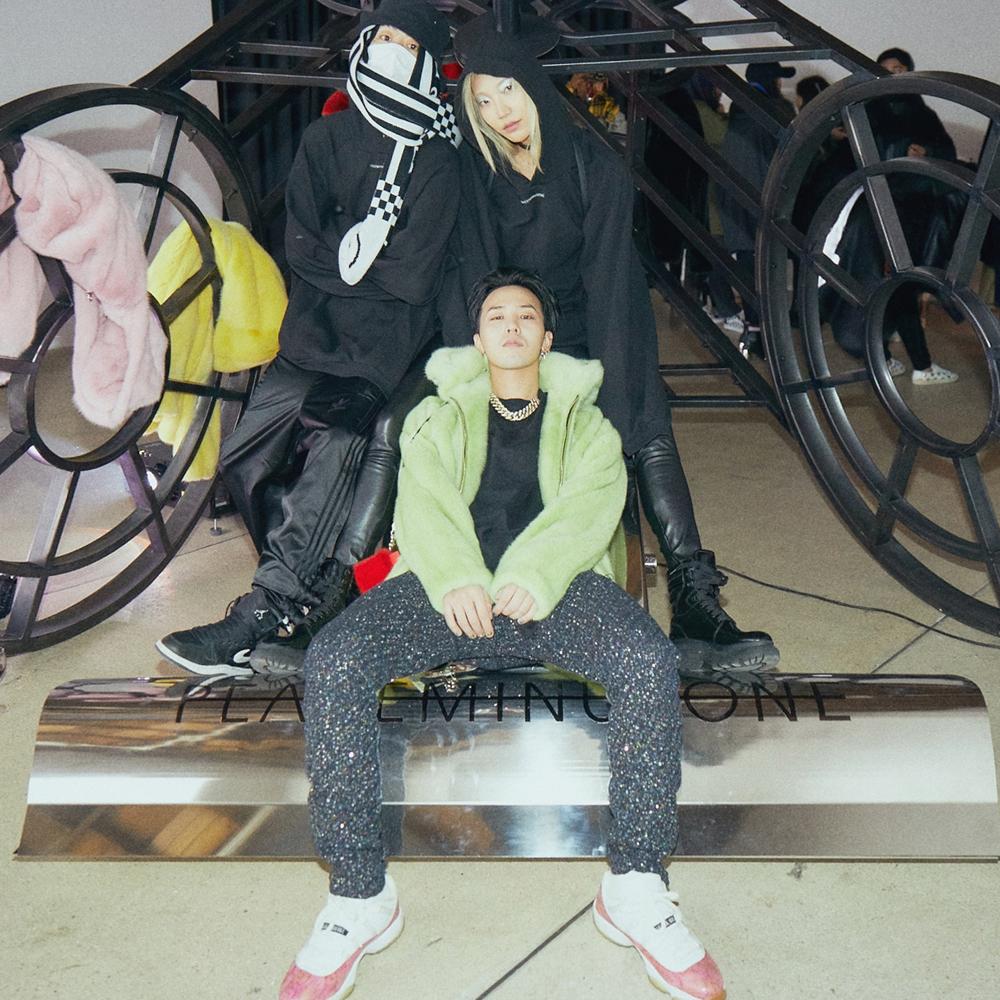 G-Dragon et deux membres de son crew.