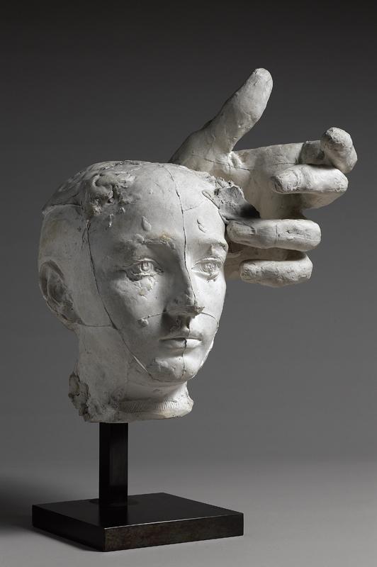 """Auguste Rodin """"Masque de Camille Claudel et main gauche de Pierre de Wissant"""". Paris, musée Rodin, donation Rodin 1916. Crédit musée Rodin (photo Christian Baraja)."""