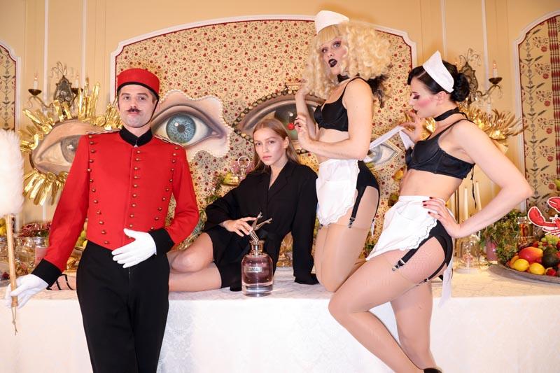 Regina Anikiy et danseurs Manko