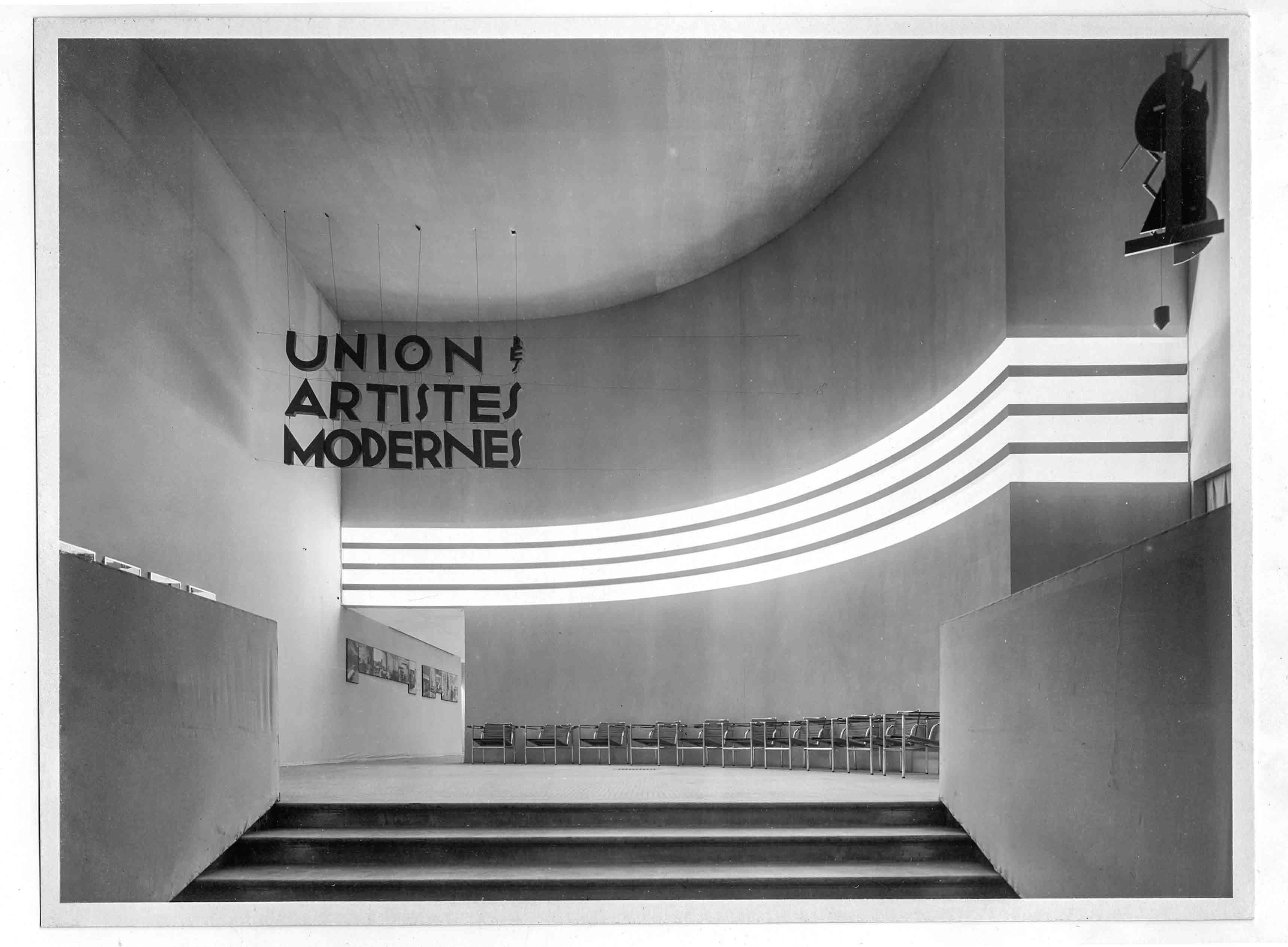 Robert Mallet-Stevens en collaboration avec André Salomon, Hall d'entrée du premier salon de l'U.A.M, Musée des Arts Décoratifs, 11 juin-14 juillet 1930