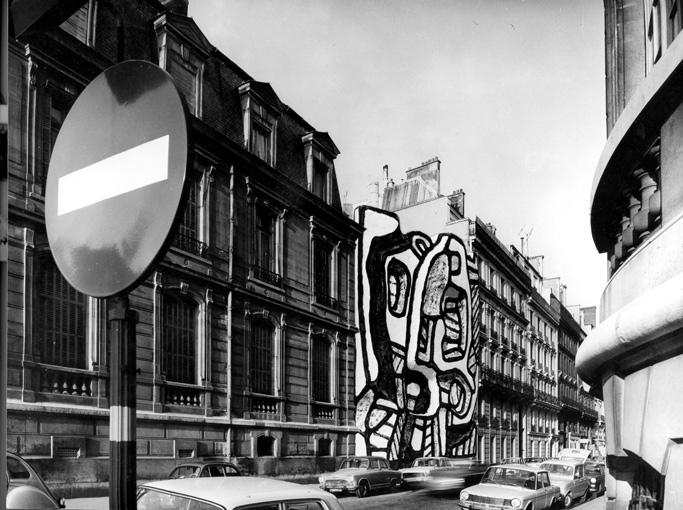 """Pour la première fois, une exposition présentera une étude du fonds photographique conservé à la Fondation Dubuffet, en regard de la production artistique de l'artiste (peintures, maquettes d'architecture ou éléments du spectacle """"Coucou Bazar""""). Jean Dubuffet, """"Élément bleu XI"""", maquette pour un petit hôtel particulier, photomontage, 1967. Avec l'aimable autorisation des Archives Fondation Dubuffet, Paris."""