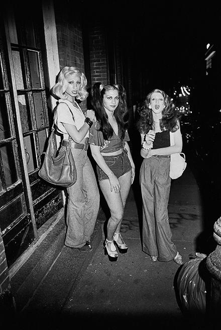 Nan Goldin, Best friends going out, Boston, 1973
