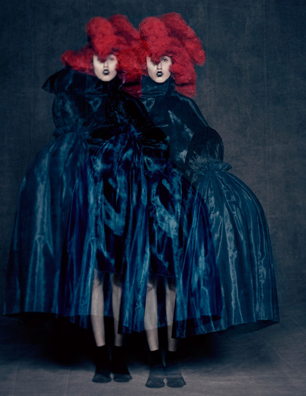 Rei Kawakubo for Comme des Garçons. Blue Witch, spring/summer 2016. Courtesy of Comme des Garçons. Photographie : Paolo Roversi