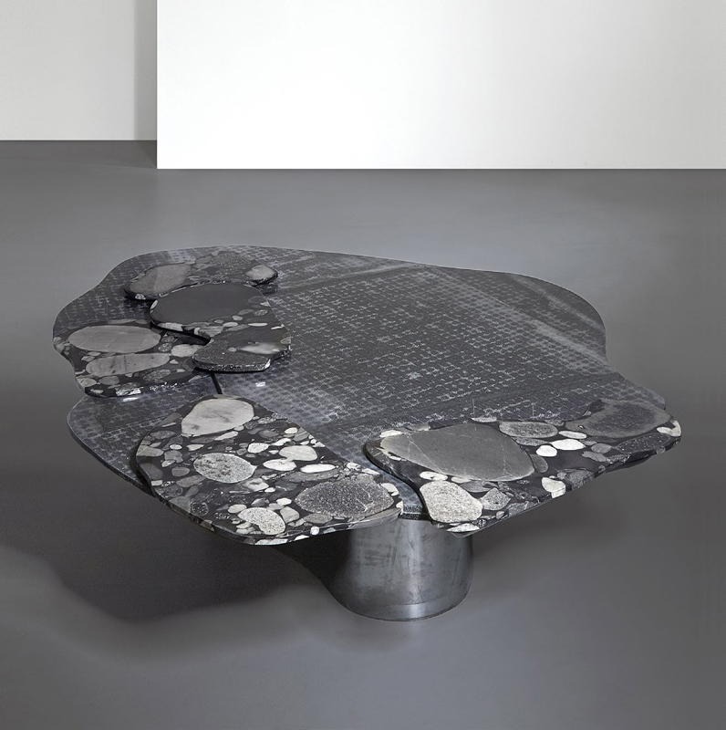 Table en marbre et fibre de verre noir recyclé