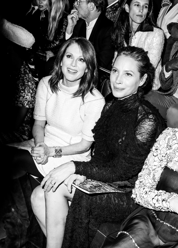 Julianne Moore et Christy Turlington