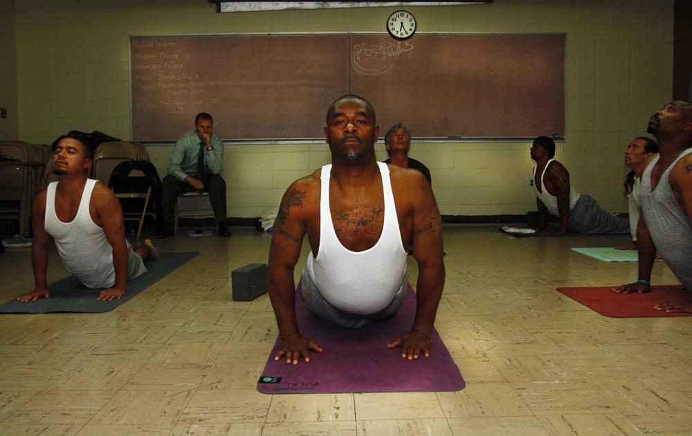 """""""Yoga à la prison d'Etat de San Quentin"""", Robert Sturman, 2014, Etats-Unis. Collection de l'artiste"""