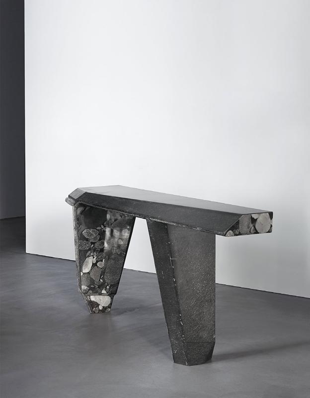 Bureau en marbre et fibre de verre noir recyclé