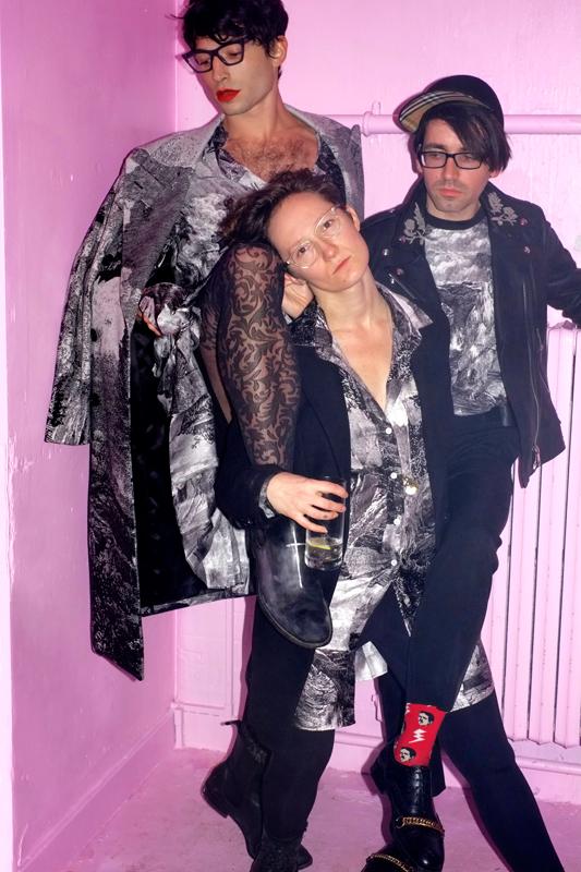 Ezra Miller, Josh Aubin et Lilah Larson