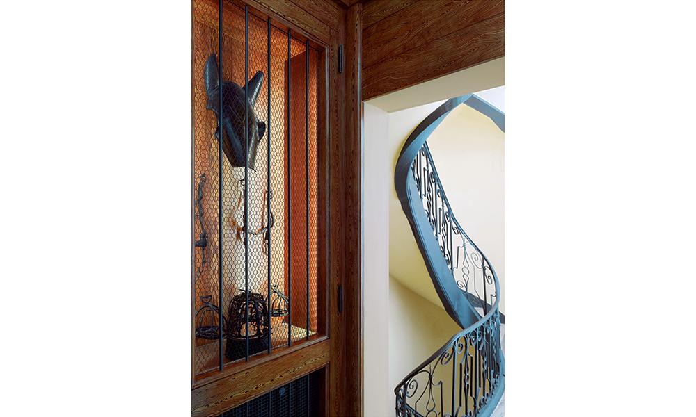La Cabinet du Cheval deviendra écurie à grand renfort d'odeurs de crin et de paille.