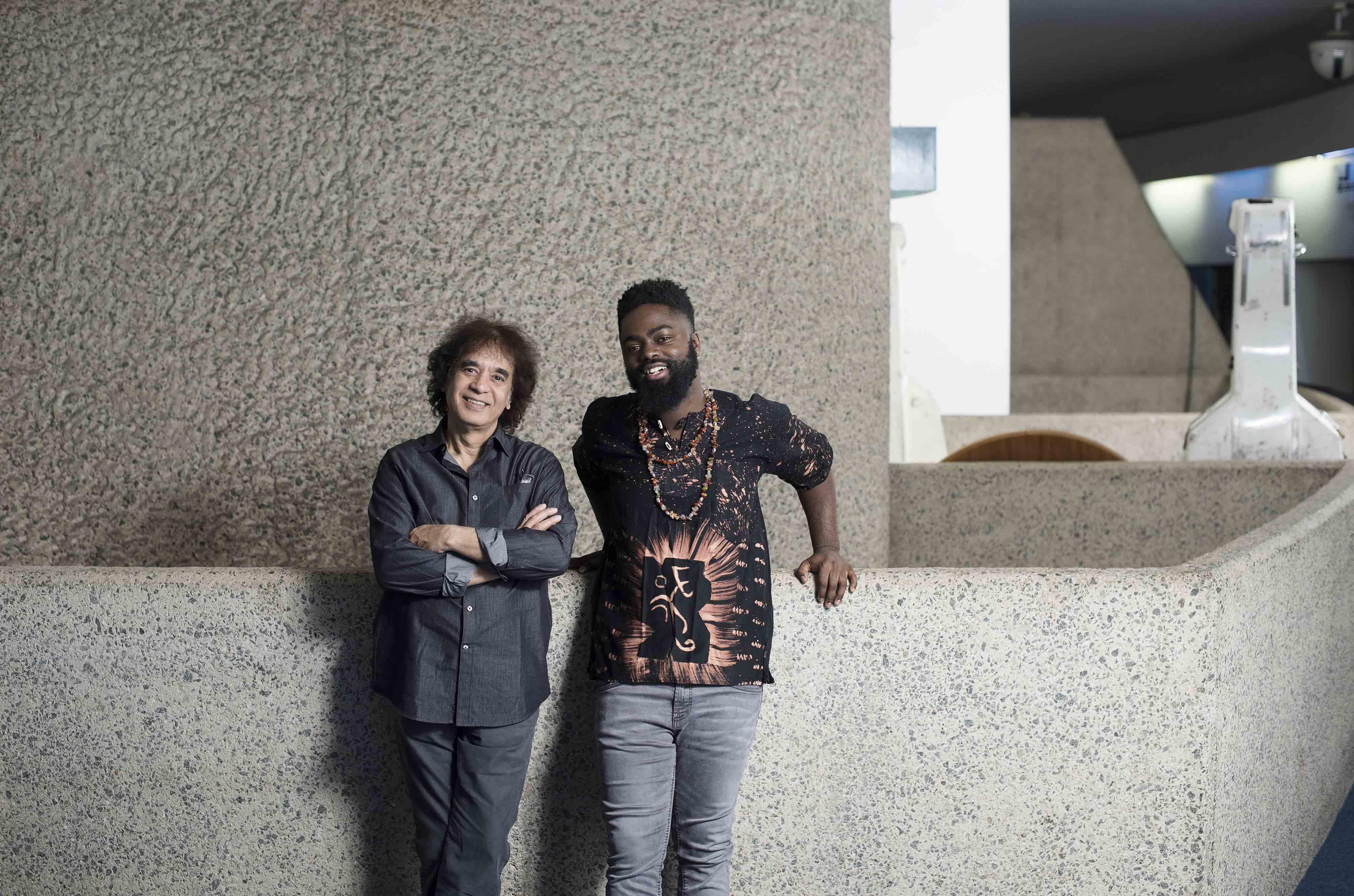 Zakir Hussain, mentor en musique et son protégé Marcus Gilmore. ©Rolex/Hugo Glendinning.