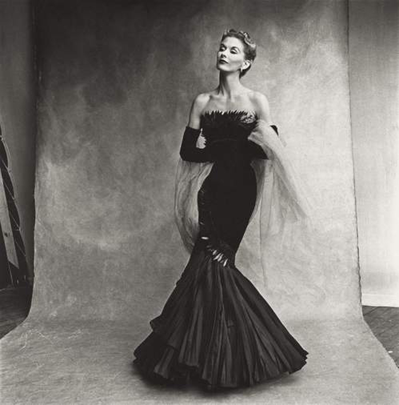 Crédit photo : Irving Penn (American, 1 917 – 2009) Rochas Mermaid Dress (Lisa Fonssagrives - Penn) , Paris, 1950 Platinum - palladium print, 1980 19 ⅞ × 19 ¾ in. (50.5 × 50.2 cm) The Metropolitan Museum of Art, New York Promised Gift of The Irving Penn Foundation © Condé Nast En savoir plus sur http://www.vogue.fr/culture/a-voir/diaporama/exposition-irving-penn-met-new-york-photos/42074#y2x8FlL1XHPs0WP0.99