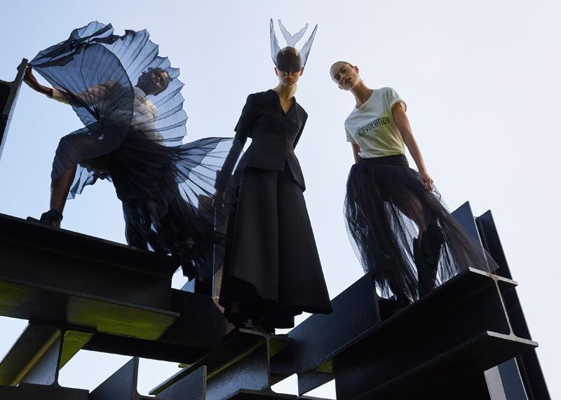 """Collection prêt-à-porter printemps-été 2017 et haute couture 2017 Dior, photo Petrovsky & Ramone, exposition """"Femmes Fatales"""""""
