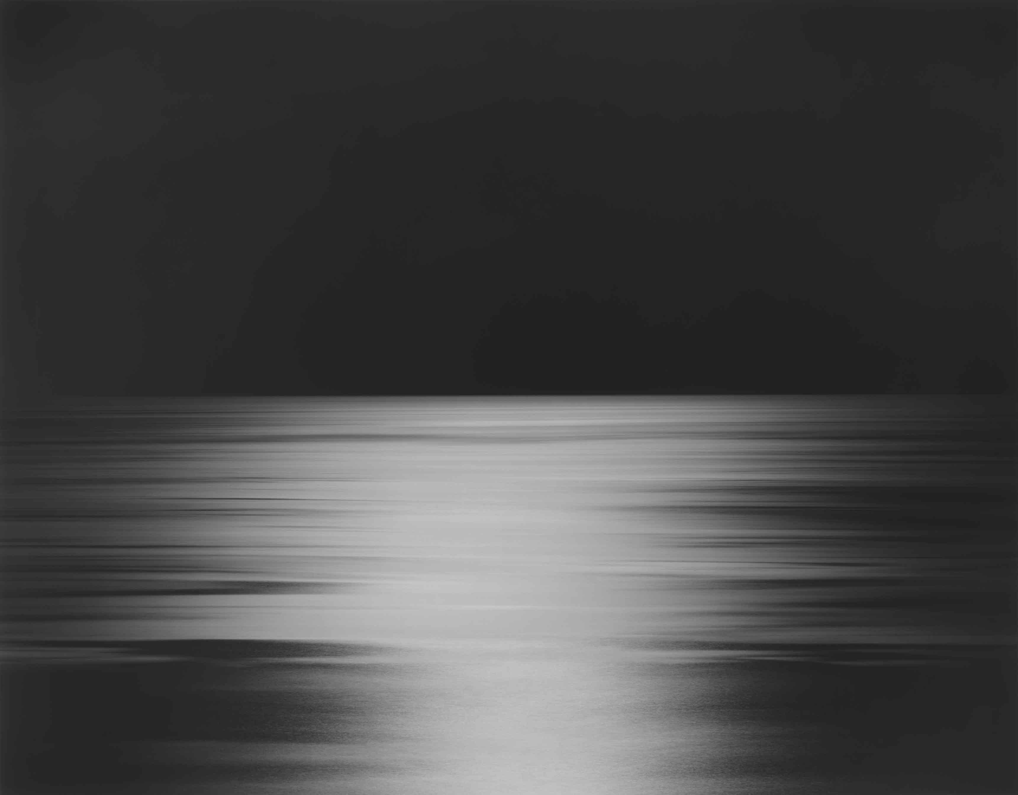 Hiroshi Sugimoto, N. Pacific Ocean, Ohkurosaki, 2013 Epreuve gélatino-argentique Neg. #582 Image : 47 x 58 3/4 in. (119.4 x 149.2 cm) Cadre : 60 11/16 x 71 3/4 in. (154.2 x 182.2 cm)