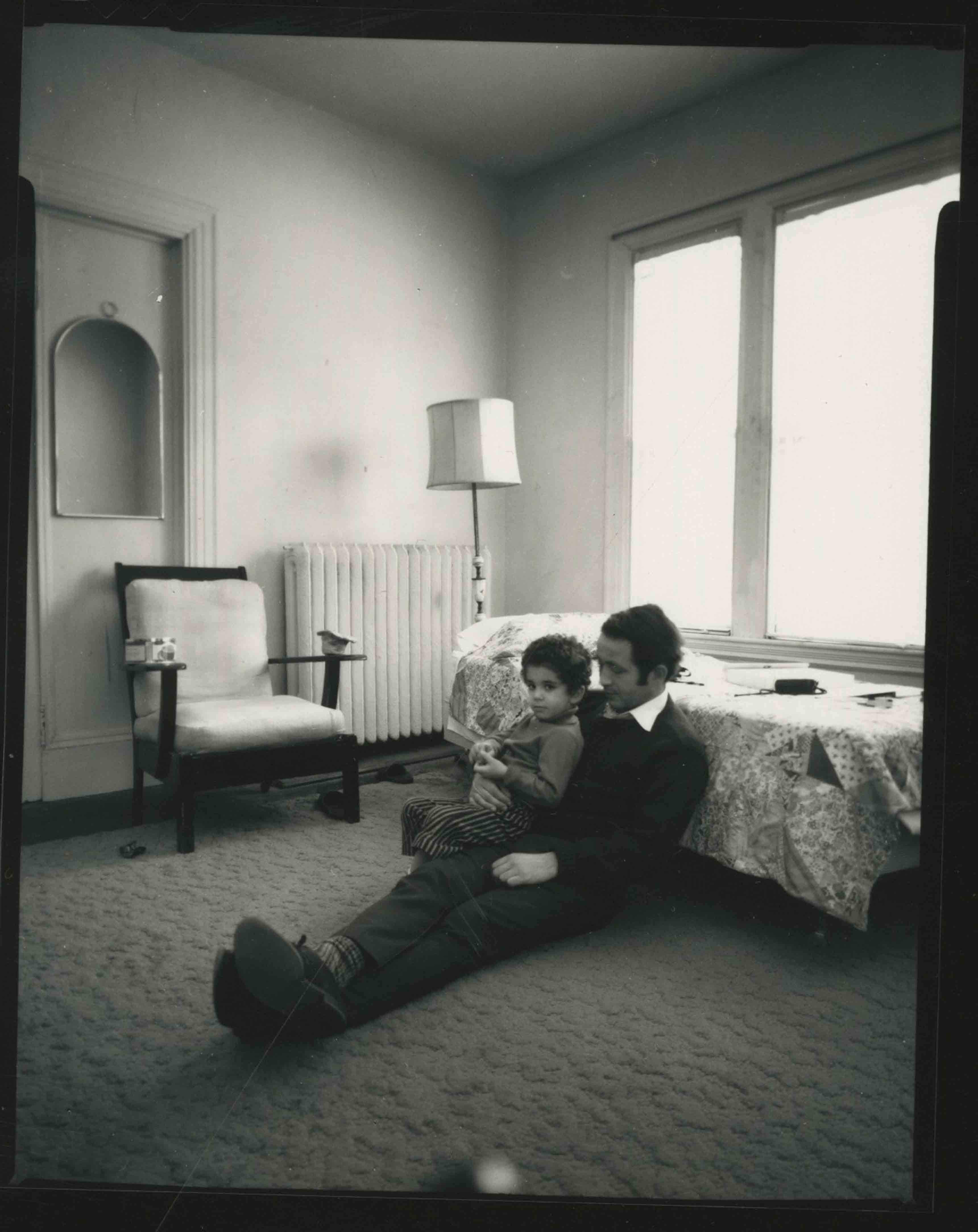 "Susan Meiselas, ""Sharif and Son"". Série 44 Irving Street, 1971 © Susan Meiselas/Magnum Photos"