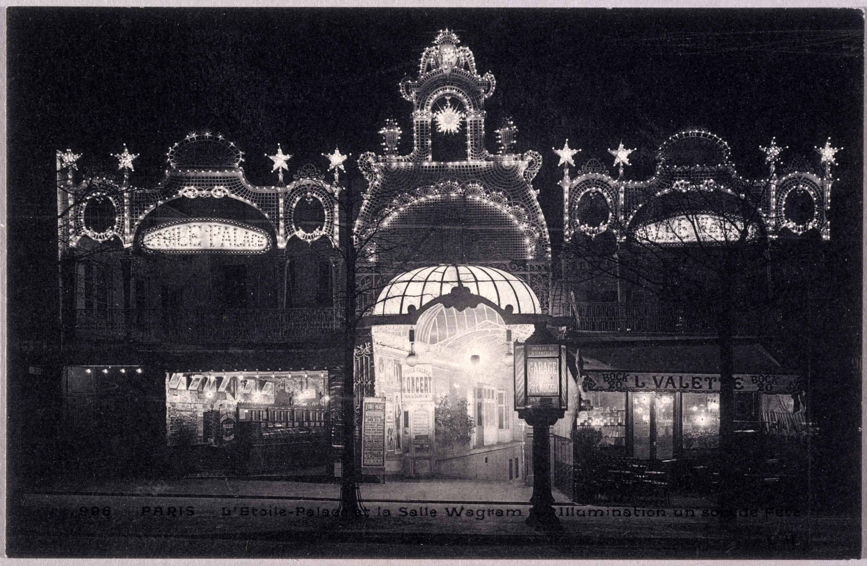 L'Étoile-palace et la salle Wagram, illumination un soir de fête Anonyme, carte postale© Musée Carnavalet / Roger-Viollet