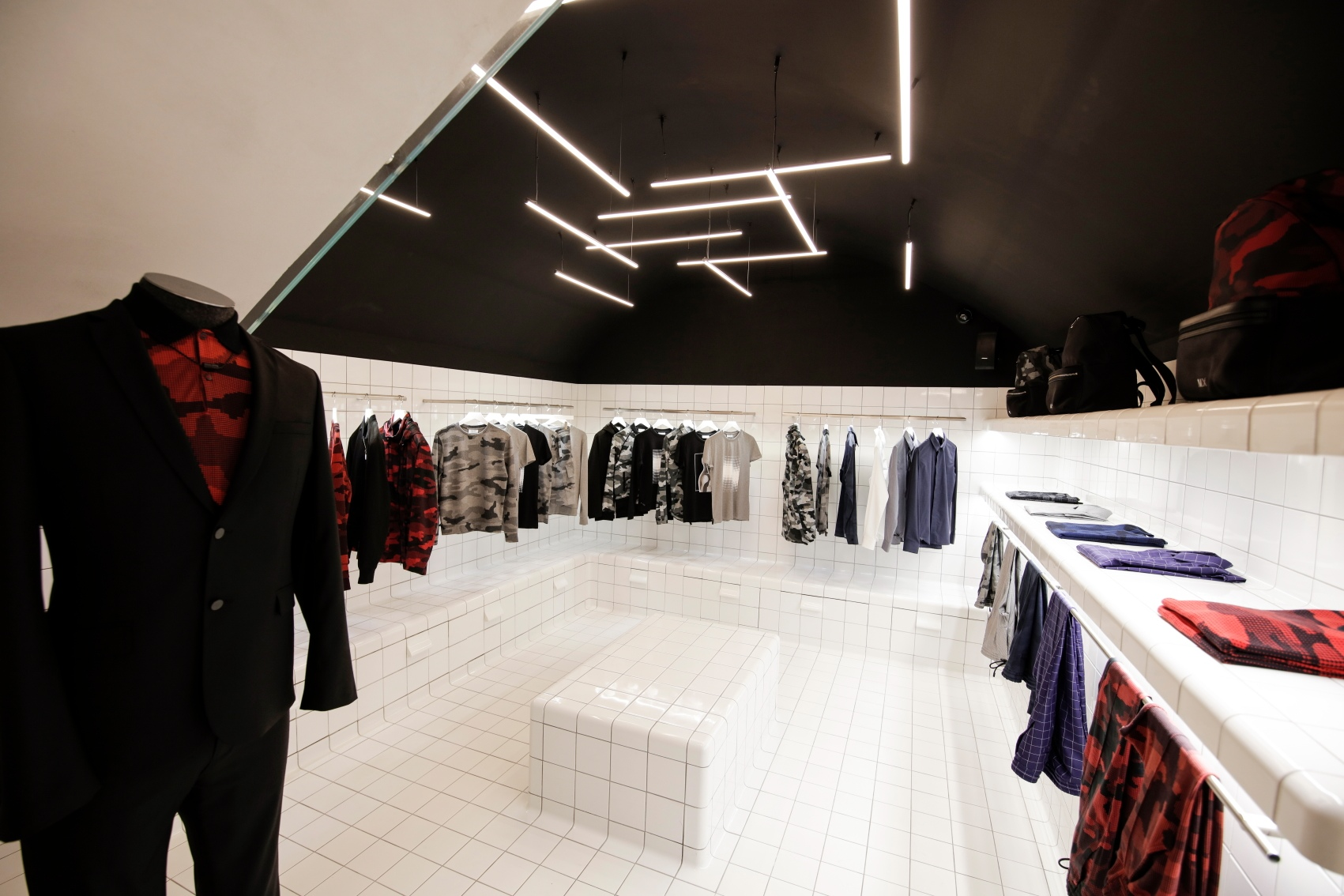 Le flagship M.X Paris Maxime Simoens situé 13, rue Vielle-du-Temple à Paris
