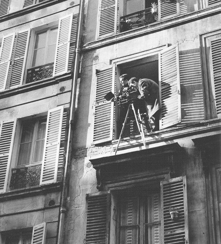 François Truffaut et Claude Beausoleil 1962, rue Nollet à Paris –  « Antoine et Colette » de F. Truffaut  © Raymond Cauchetier