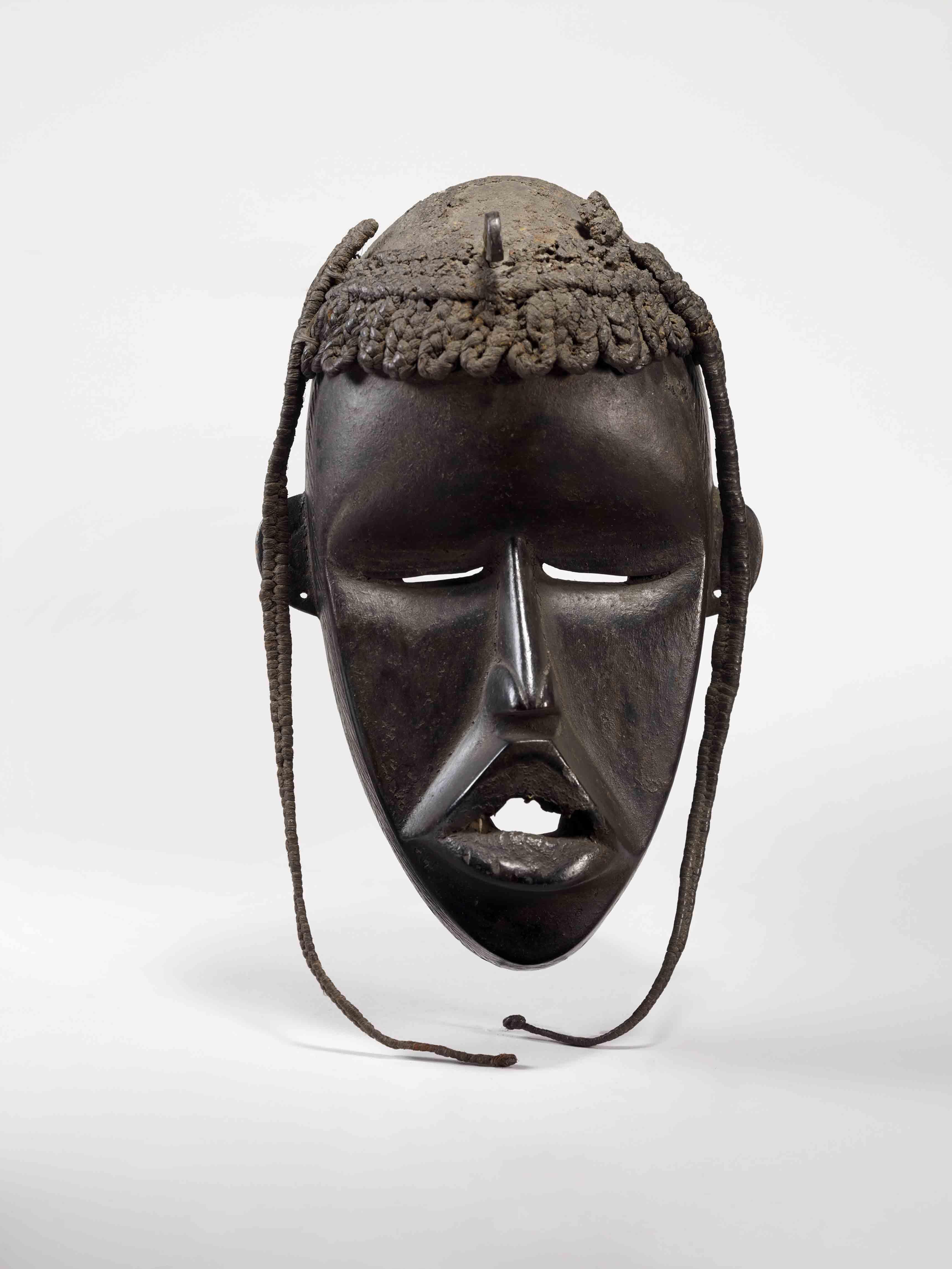 Masque féminin, Guinée, Toma, 20e siècle. Bois noir. Don Paul Chabanaud © Musée du quai Branly – Jacques Chirac
