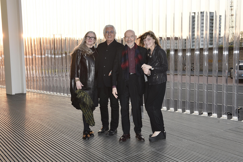 (G-D) Paris Murray, Germano Celant et Mario Bellini et Elena Marco à l'inauguration de la Torre à la Fondazione Prada le 18 avril 2018 à Milan, Italie. (Photo by Pietro D'Aprano/Getty Images for Fondazione Prada)