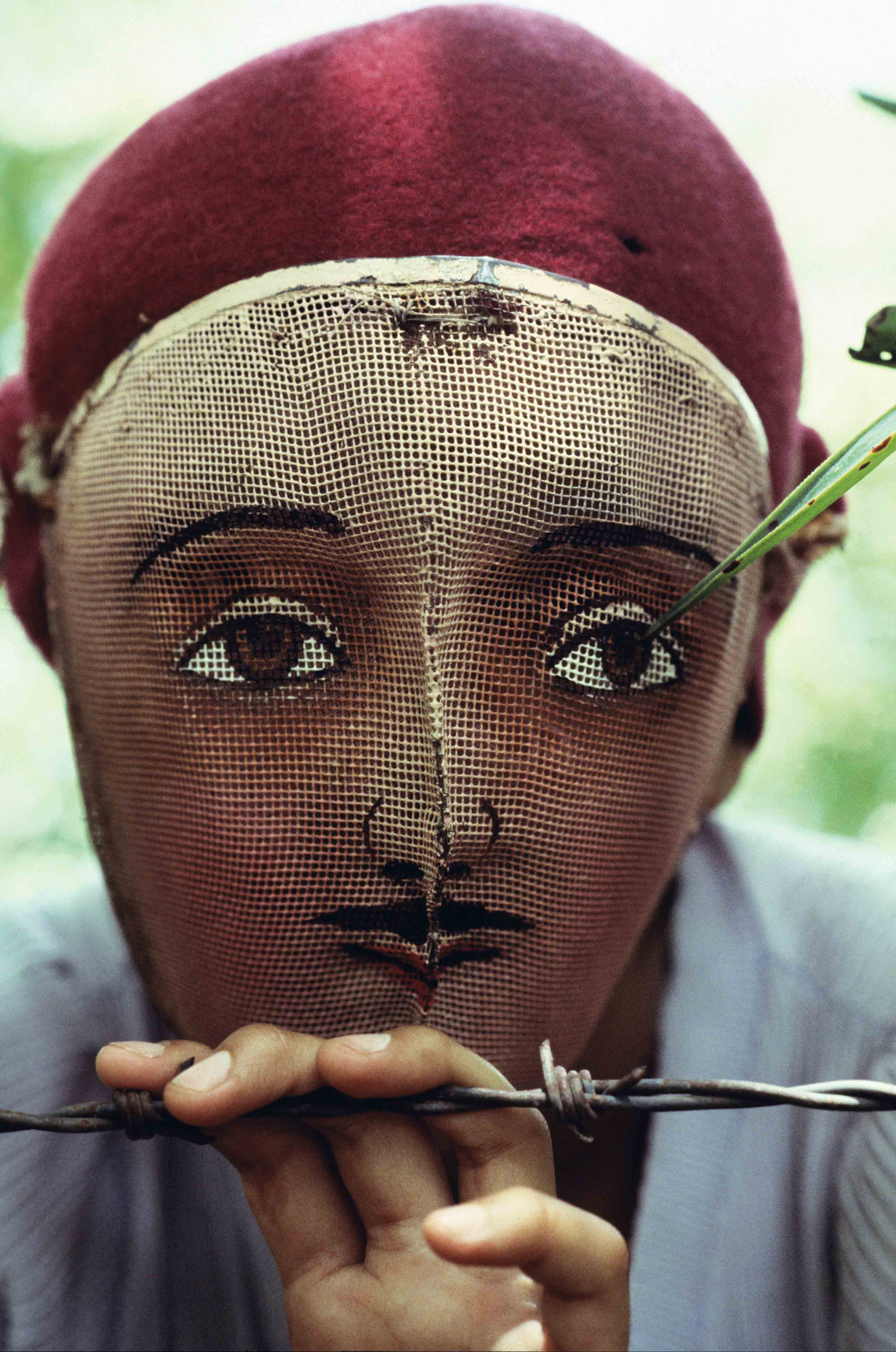 """Susan Meiselas """"Masque traditionnel utilisé lors de l'insurrection populaire"""", Masaya, Nicaragua, 1978 © Susan Meiselas/Magnum Photos"""