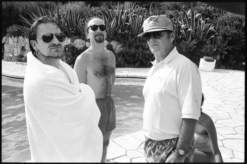 Crédit photo : Jean Pigozzi, Bono, The Edge and Jack Nicholson, Antibes, 1994, © Jean Pigozzi