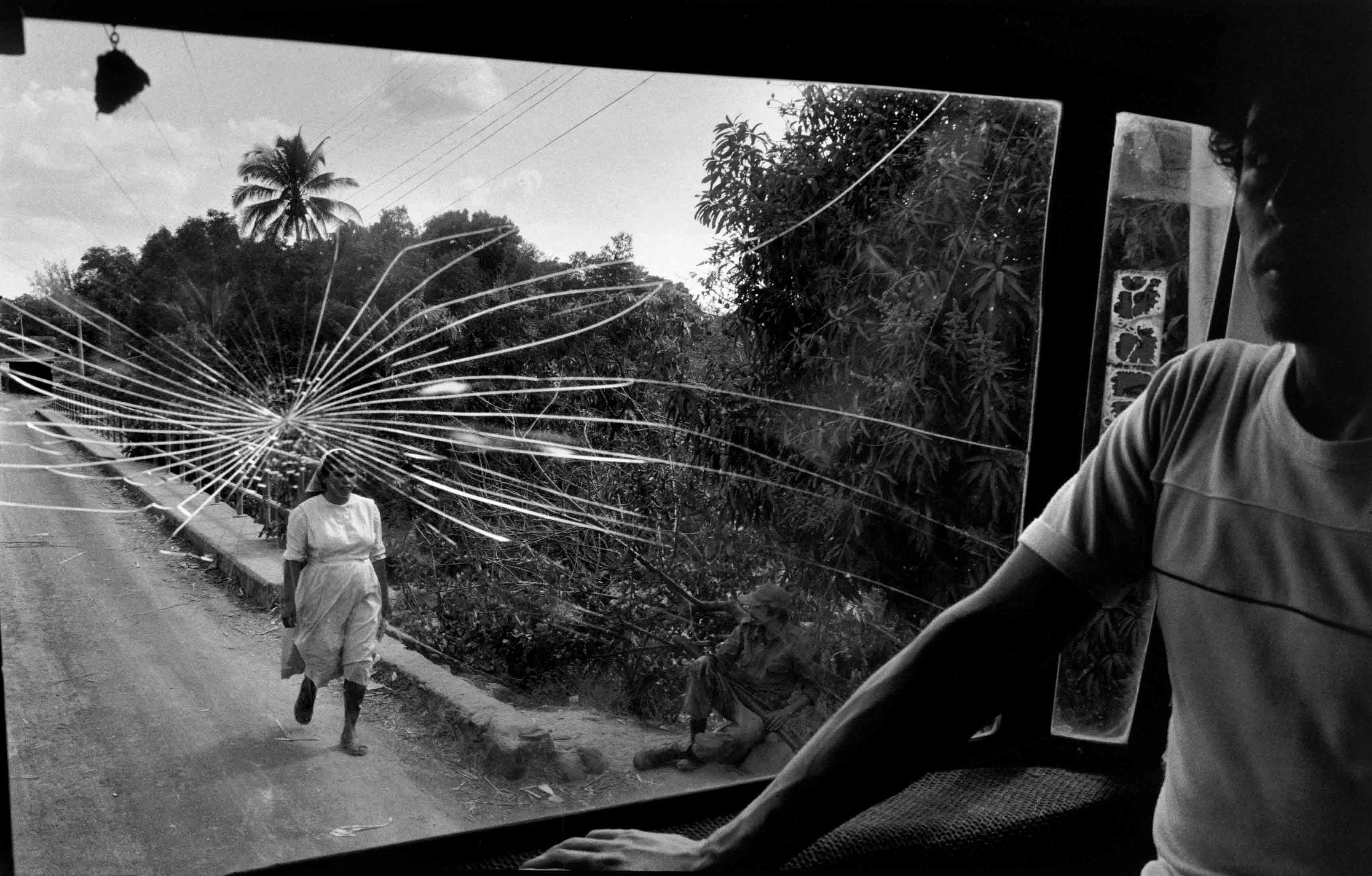 """Susan Meiselas, """"Route pour Aguilares"""", El Salvador, 1983 © Susan Meiselas/Magnum Photos"""